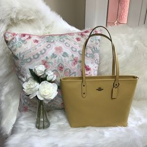 NWT Coach City Zip Yellow Tote Bag $298